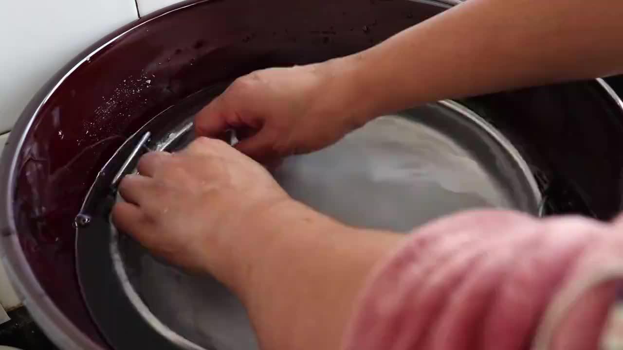 想吃粉皮不用出去买,手把手教您在家做,劲道柔软有韧性,超简单