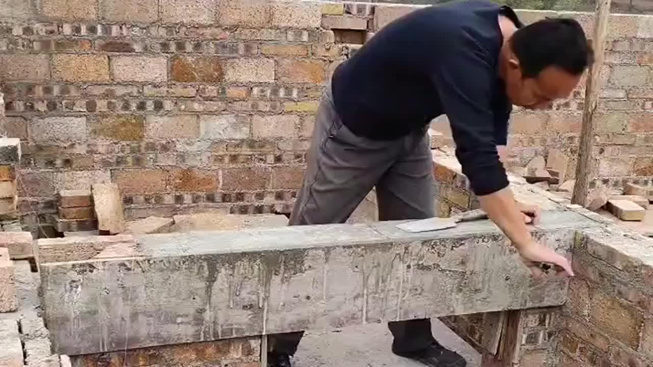 专门找亲戚给盖的房子撬开木板的那一刻气不打一处来
