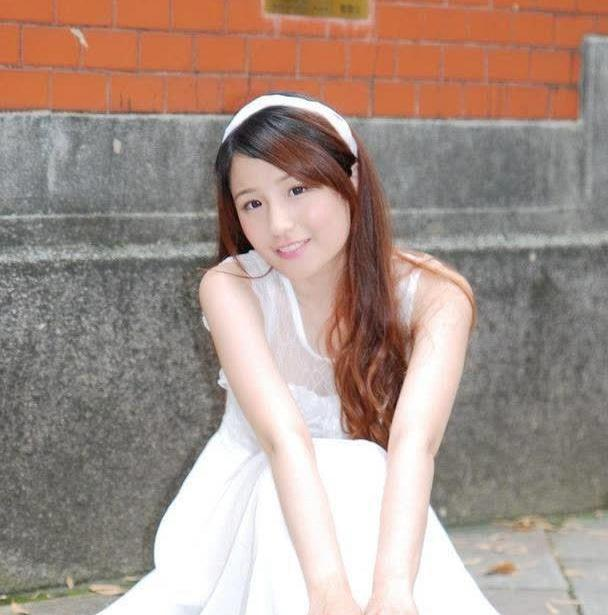 白色蕾丝连衣裙,简约大方又不失淑女风