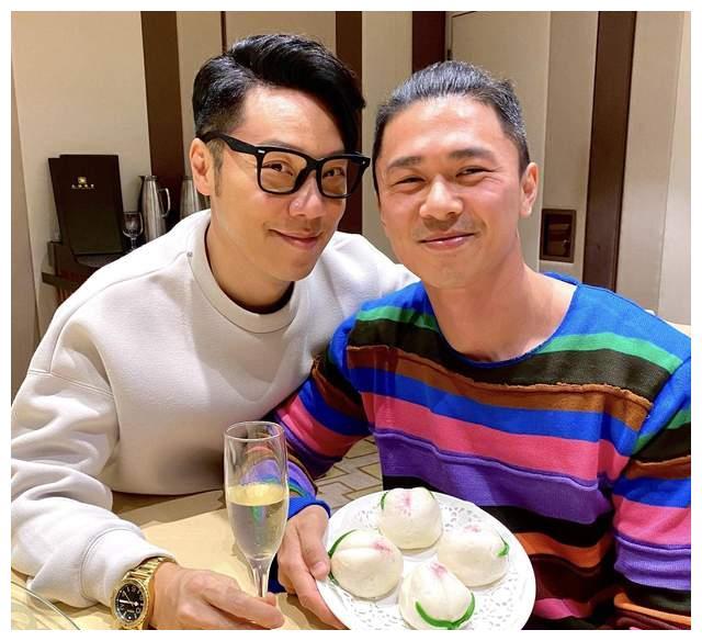 前TVB男星晒合照为丈夫高调庆生,极光下庆祝结婚纪念日