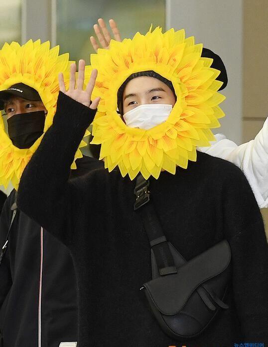 防弹少年团:结束海外演唱会巡演回国,向日葵小可爱们!