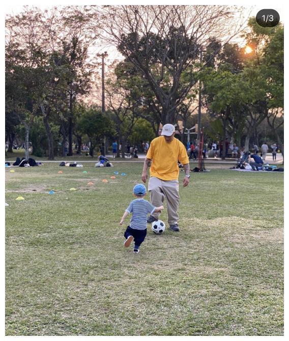 余文乐带妻儿看薰衣草庆母亲节,和王棠云贴脸合影超幸福