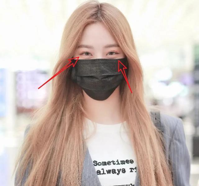 徐艺洋亮相机场,画面放大三倍,精致妆容都遮不住眼睛哭肿的痕迹