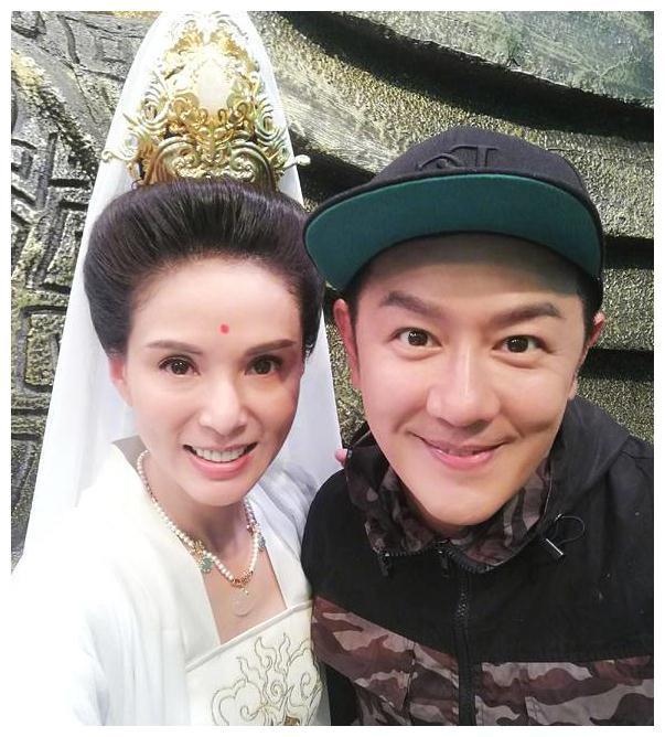 陈浩民娶大16岁娇妻,5年连生4胎,情场浪子终于做回了好男人