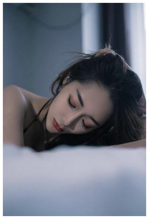 入选2020亚洲区最美面孔 新疆美女米热提亚走红