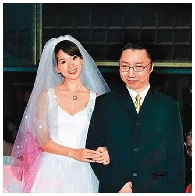 林志玲旧爱曝新恋情,曾痴情守其20年,现年过半百恋上上海学霸