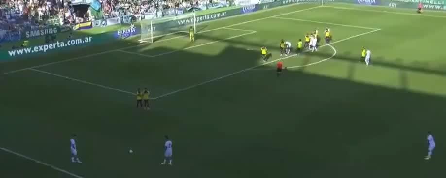 进球挡不住啊!佩泽拉接传中头球破门