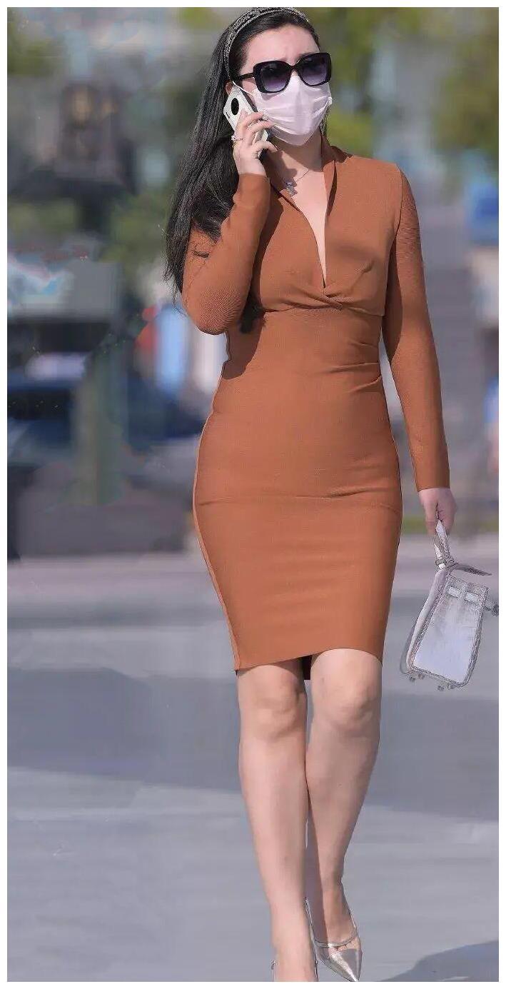 棕色连体裙搭配高跟鞋, 气场满满, 建议职场强人学习