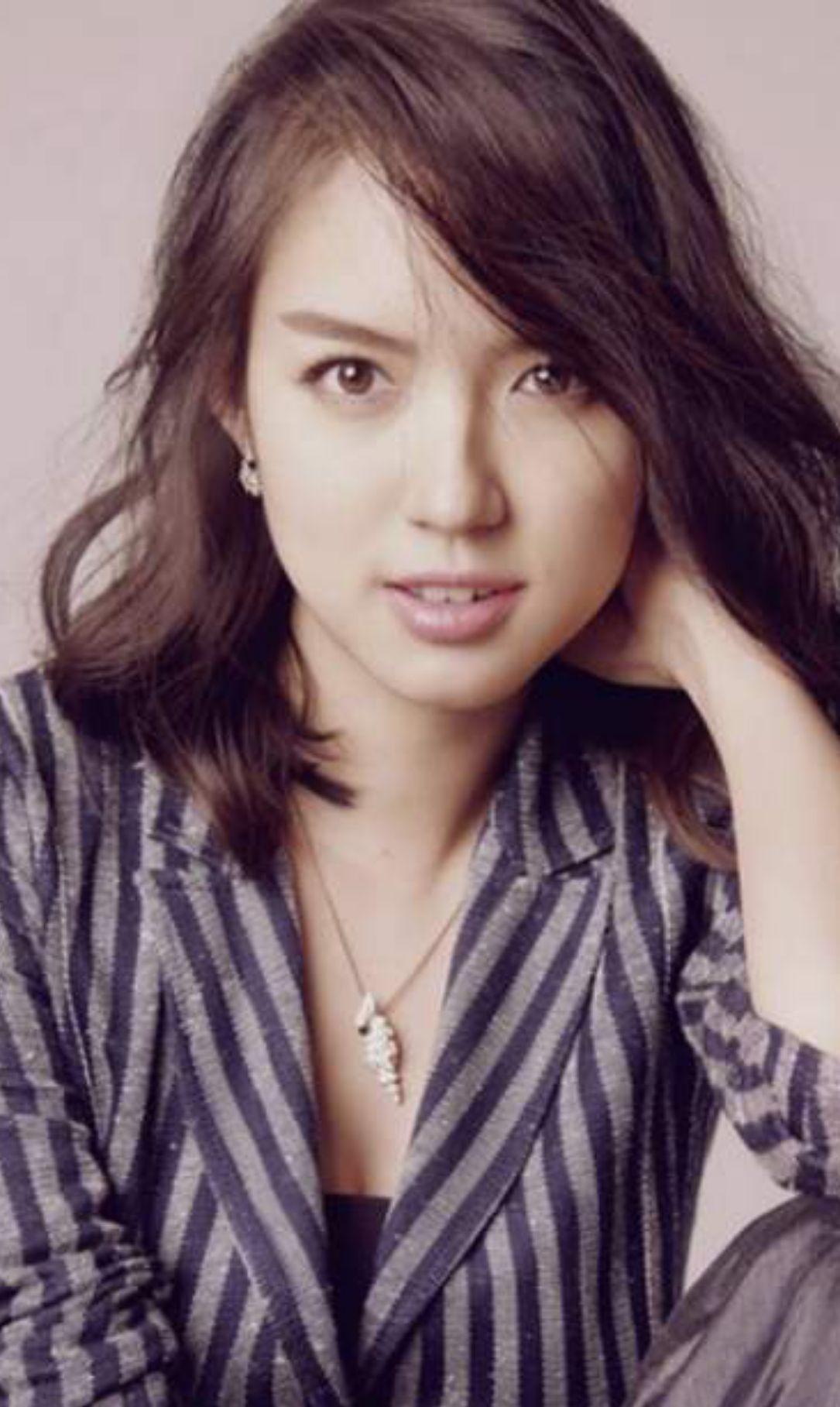 张梓琳唯美时尚写真照,气质优雅,温婉可人