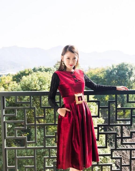 收视率女王陈乔恩,穿搭时尚变身青春美少女,状态丝毫不像40岁