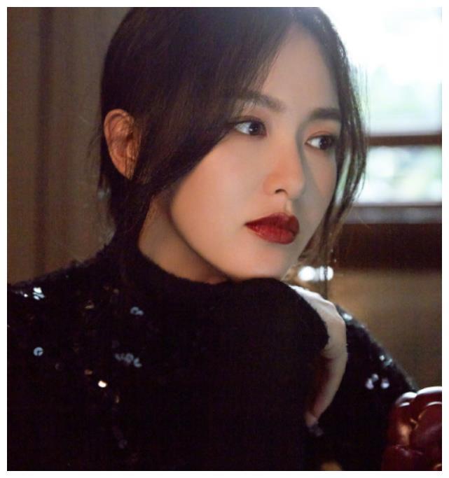 唐嫣晒照,产后体型被嘲变化大,赵丽颖与她相比如何?