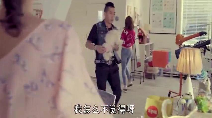王小米上班忘情唱歌,老板却借机要她收拾狗大便!