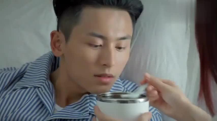 心机女到医院给宫浩喂汤,这真是心灵鸡汤啊!竟能让他回味无穷