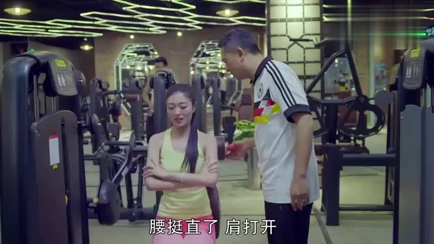 我的!体育老师:老师到学生开的健身房当私教,居然还被学生嫌