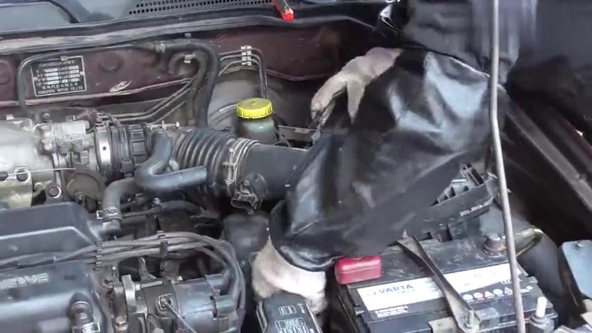 看老司机免拆节气门怎么做到把里面清洗干净的?