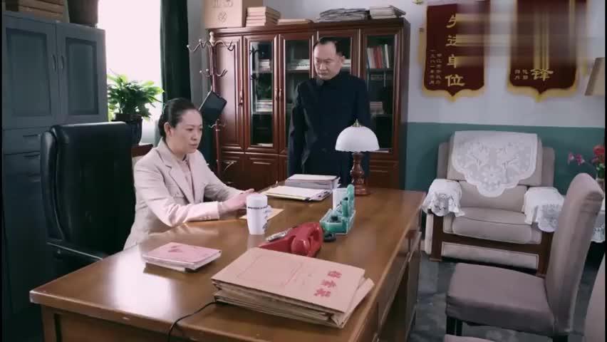 遥远的距离:苏扬在考文工团,别人检举她作风不正,梦想就泡汤了