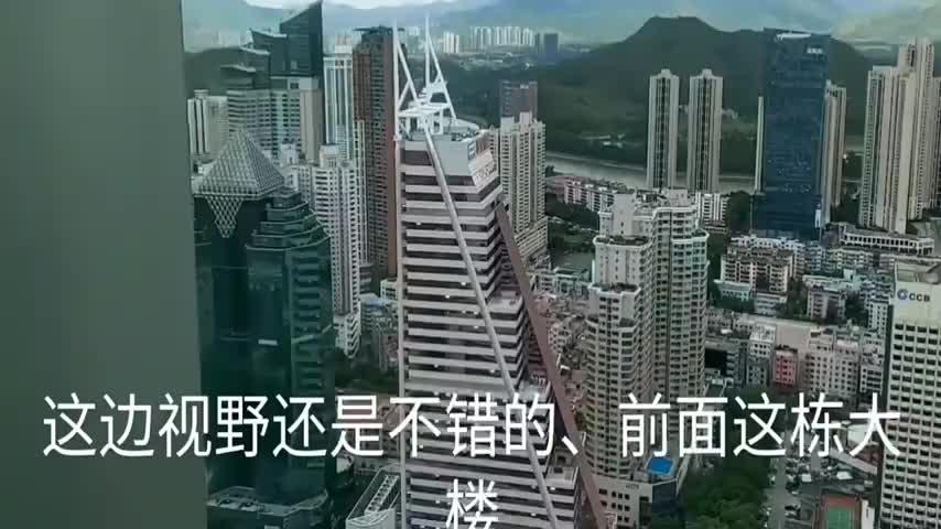 站在京基100大厦看深圳CBD,城市建设非常壮观,香港也近在眼前