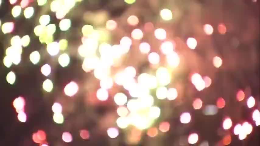 东京晴空塔展望台拍摄的隅田川花火大会的映像,一起来回顾吧~