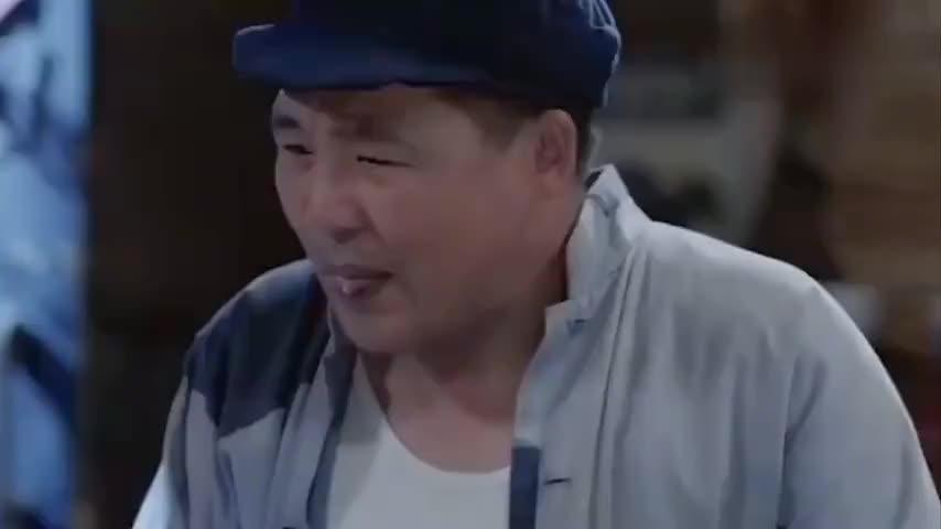 大叔尝了口盐罐说要下雨,通知全村人收麦子,谁知村民都不当回事