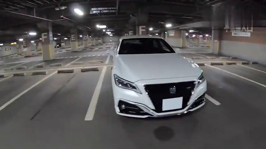 视频:2018日版新款丰田皇冠2.5LHYBRID四驱夜间驾驶-第一视角