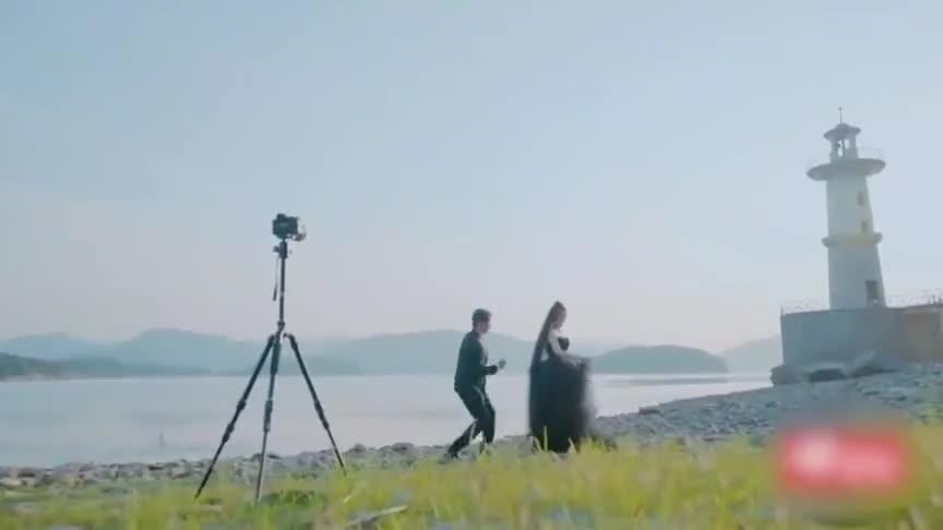 刘泳希和李嘉铭婚纱照合影,结果李嘉铭出师不利手忙脚乱,好搞笑