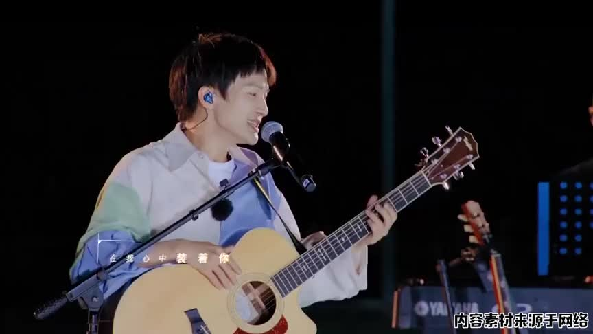 周深吉他弹唱《真夏的樱花》,温柔干净的少年音,能洗净一身疲惫