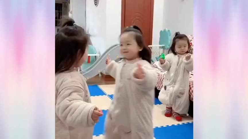 三胞胎小萌娃们的可爱日常,天线宝宝既视感,真是越看越可爱