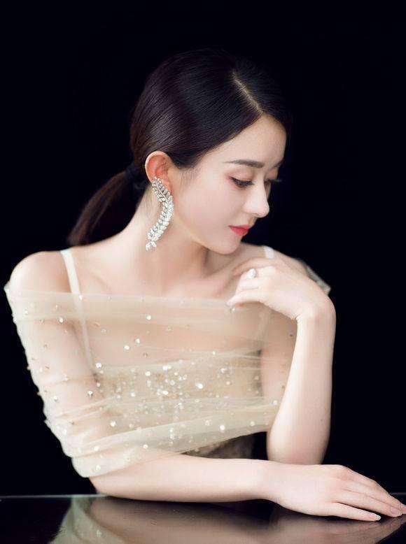 赵丽颖生娃后美到上热搜,跟着明星GET选婚纱礼服技巧,美若天仙