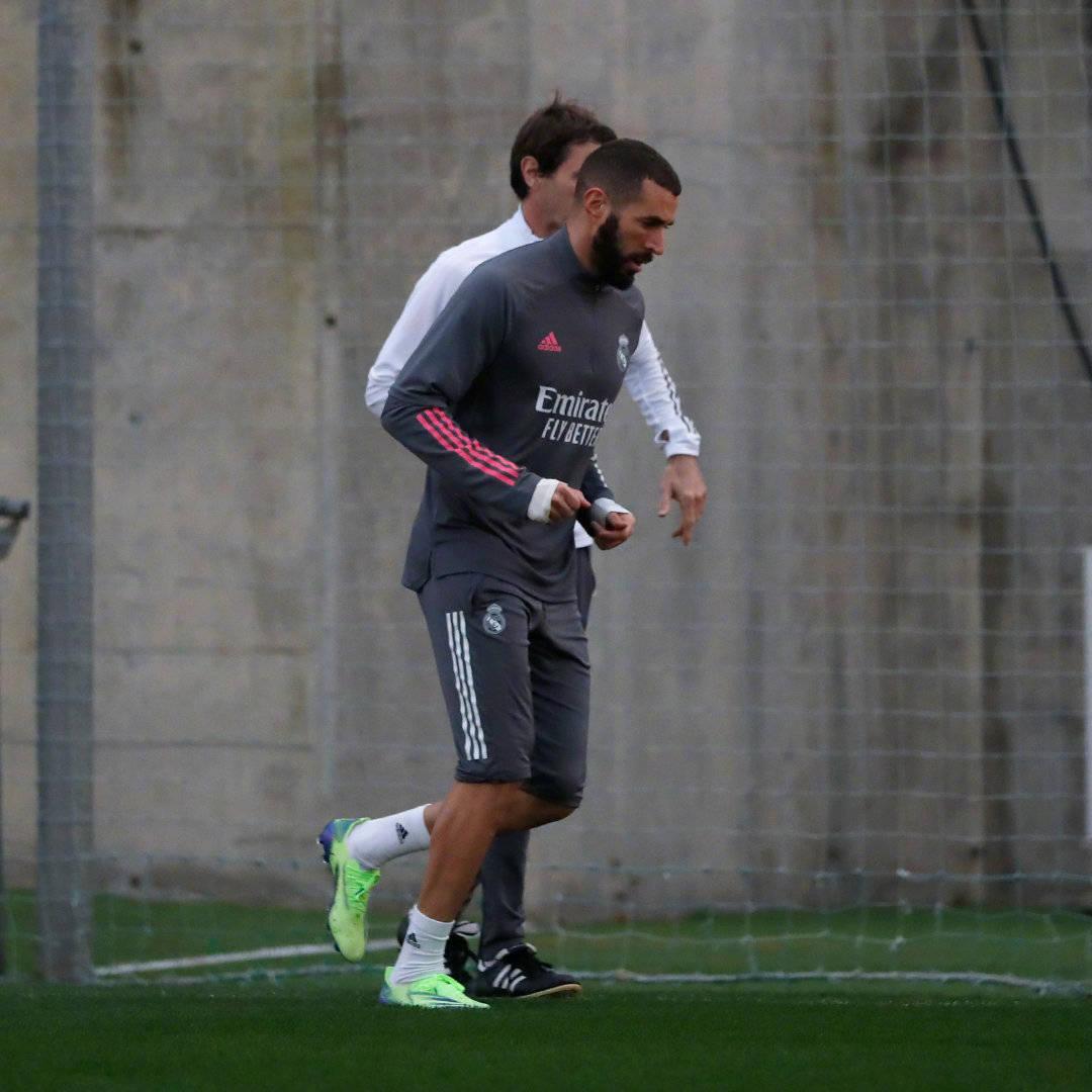 皇家马德里全队进行了训练课,厄德高与本泽马已加入室外组