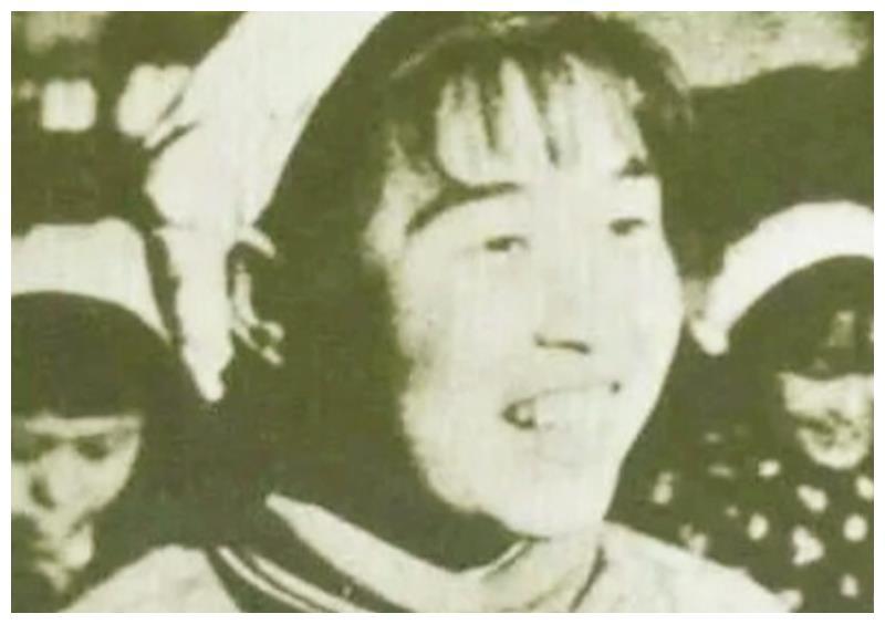 她是全军最小的渡江无名女英雄,受邀进京,主席亲自为她取了名字