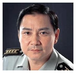 他是邓小平的特型演员,被王震看重说很像,邓榕亲自致电感谢