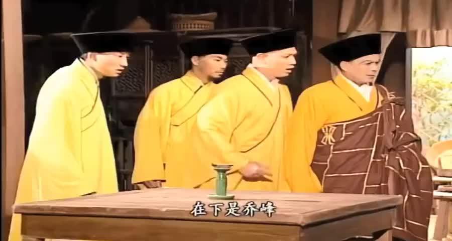 少林高僧想拿下乔峰,不料乔峰武功盖世,根本不是他的对手