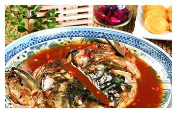 美食推荐:秘制鱼头泡饼、农家一碗香、酱椒蒸茶菌制作方法