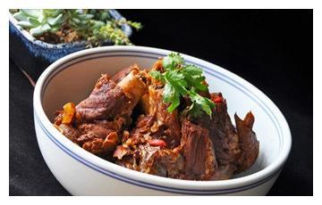 美食推荐:老味酱骨头、南瓜蒸鸡肉、蒜茸丝瓜鲜虾盅制作方法