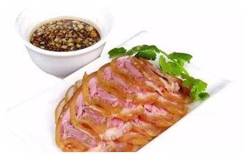 美食推荐:御膳堂酱汁美蹄、松仁烧鹿筋、油淋丝瓜鸡制作方法