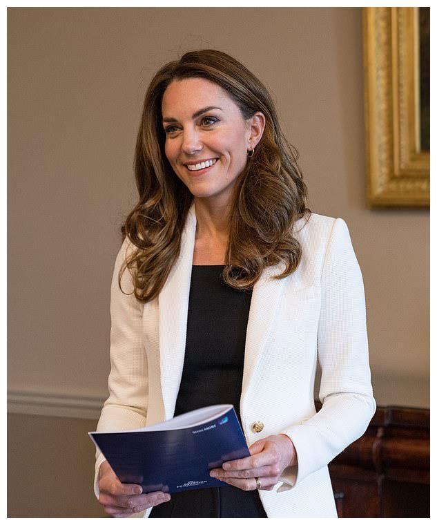名人造型师声称:凯特王妃着装风格大变,商务范像极了西班牙王后