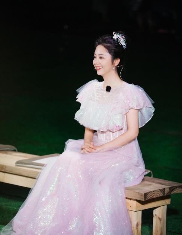 """谭松韵是""""迪士尼出逃的公主""""吧?蓬松纱裙仙美灵动,气质如仙"""