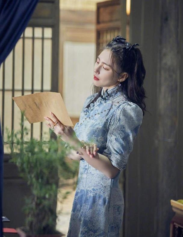 性感女神张雨绮:性格直爽豪迈,衣品穿搭更是又酷又美
