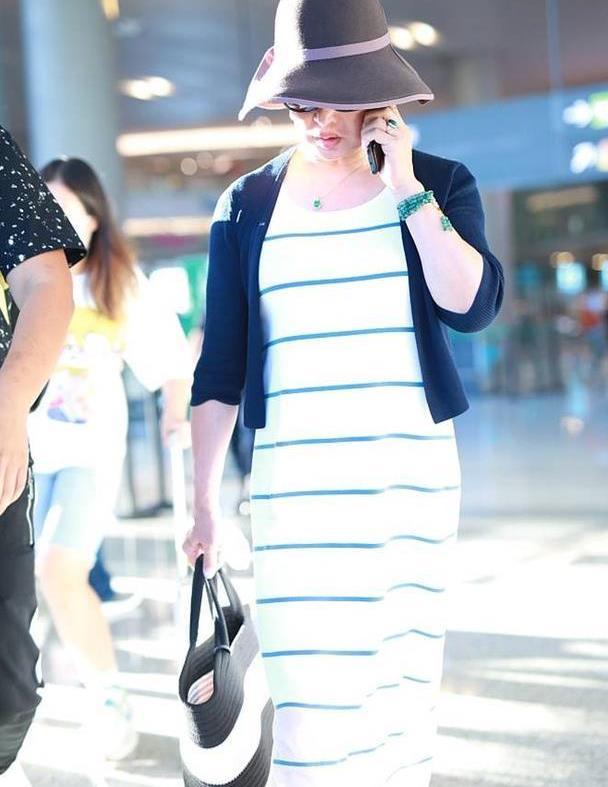 """被金星惊艳!""""路人感""""满满的条纹裙,穿得意外优雅吸睛"""