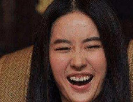 女明星没憋住笑场时,刘亦菲不再仙气,赵丽颖像小孩,杨颖真实