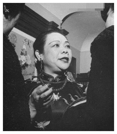 她是中国第一位女博士,曾暗杀多位清朝高官,一外孙女家喻户晓