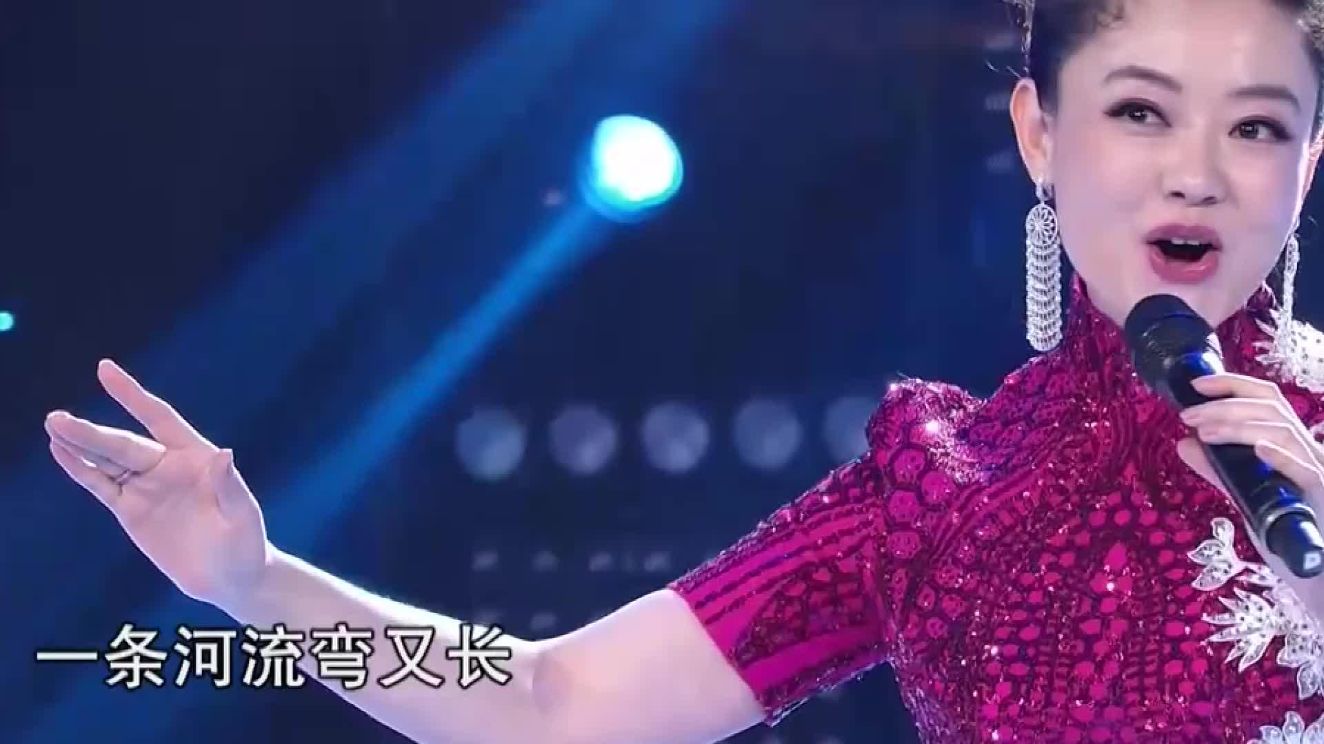 王庆爽传唱金曲《再唱沂蒙山》,嗓音甘甜优雅,真是人美歌甜