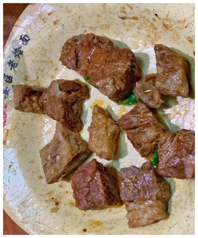 郑州中原西路15块钱的宴区老烩面,一碗能捞出10来疙瘩牛肉块子!