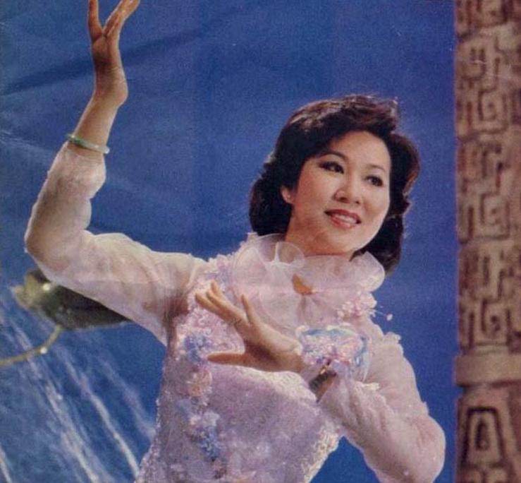 她连登2次春晚,王菲为她伴舞,如今嫁豪门为爱淡出娱乐圈!