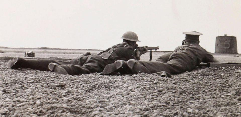 英国解密一批诺曼底登陆照片,军事工程师以个人视角拍摄的战场