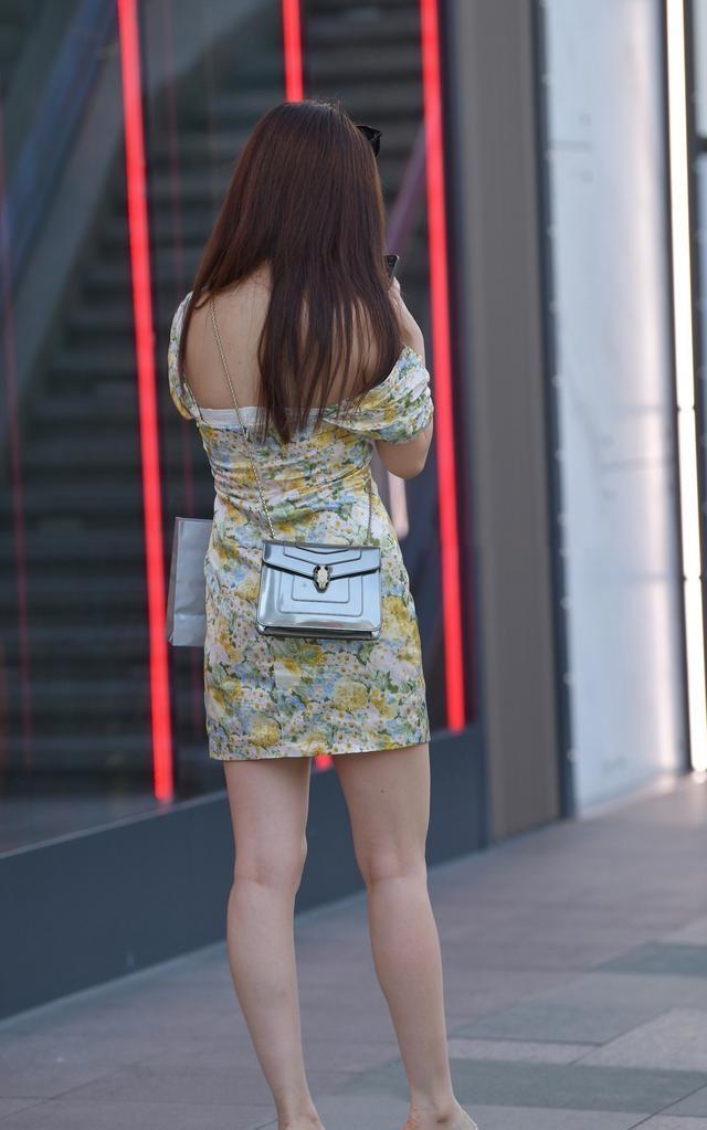 连衣裙性感修身,能完美勾勒美好身材,又有优雅小知性