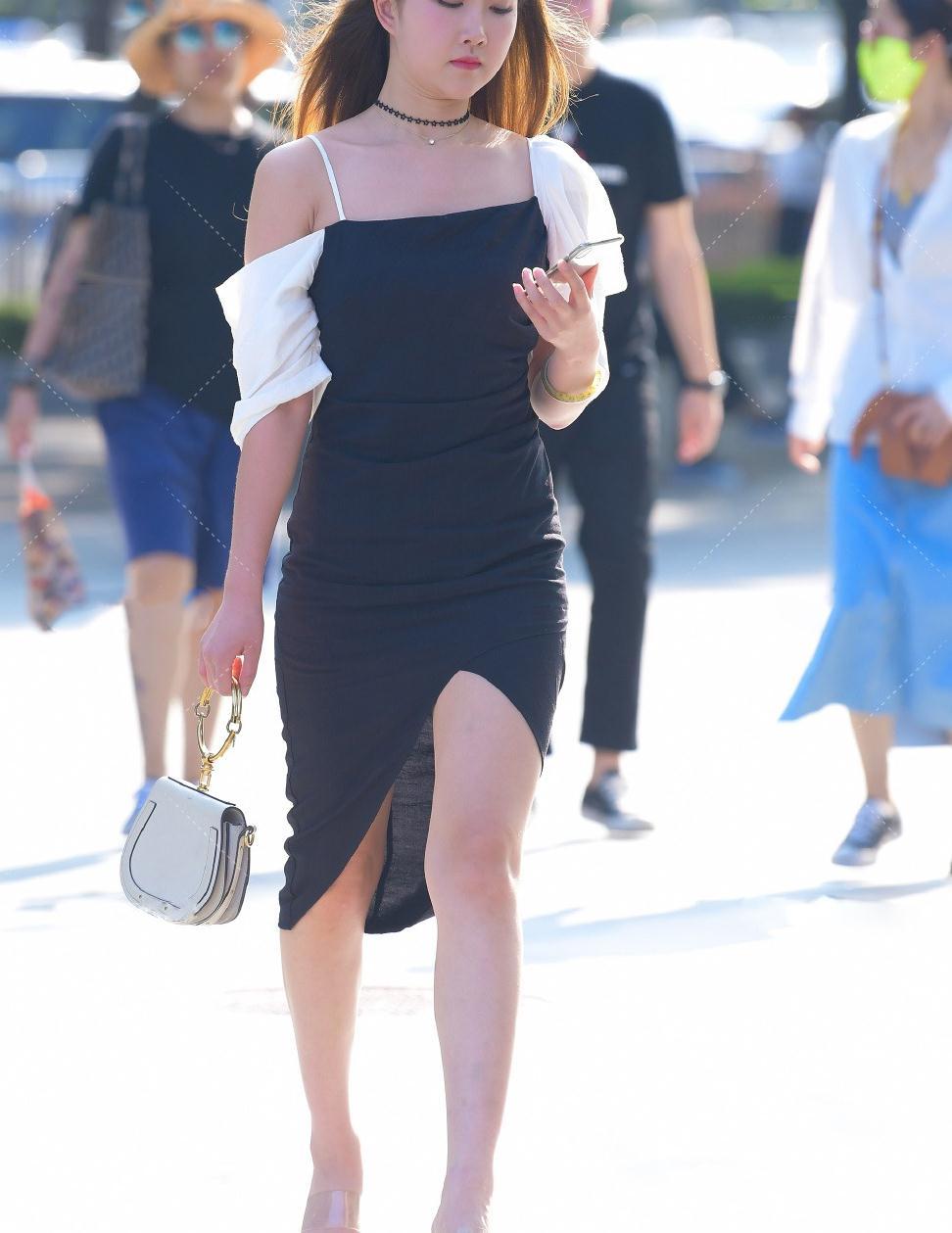 换上时尚吊带裙,让造型显得优雅,美出个性靓丽感