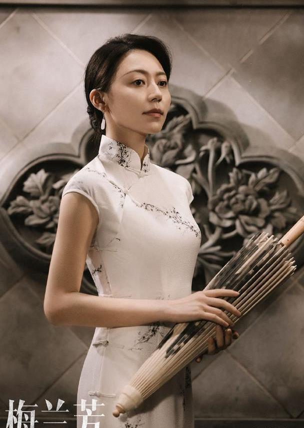 《演员请就位》黄梦莹旗袍造型,身材曼妙气质温婉,杨幂眼光真毒