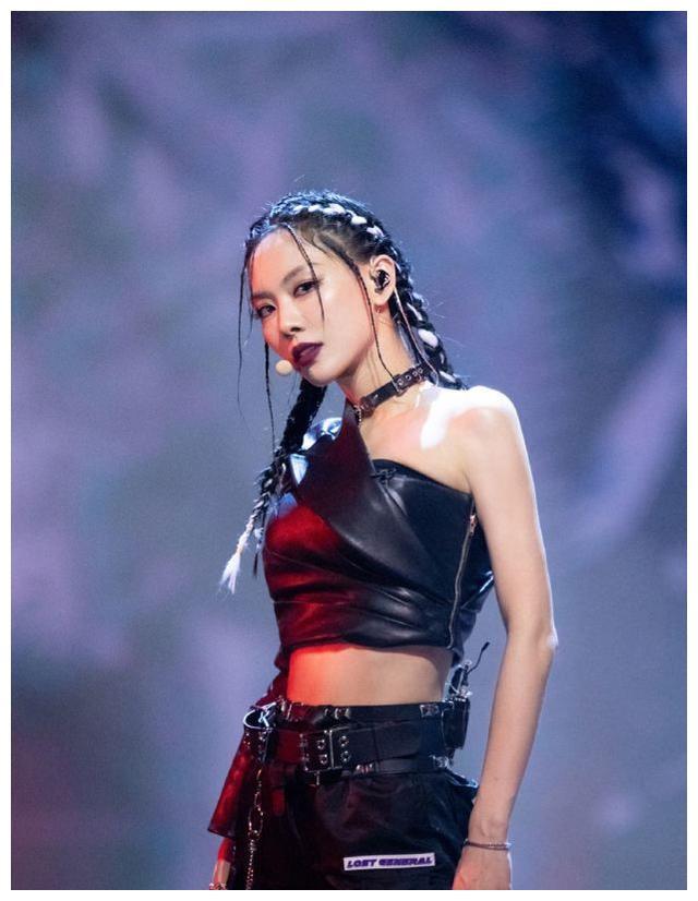 王霏霏未成团成最大赢家,演员霏不算啥,用唱跳实力成功奔赴国际