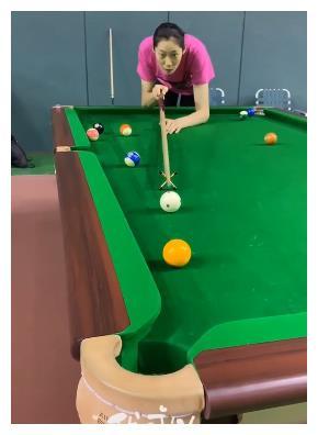朱婷打台球获潘晓婷关注,九球天后希望约一场:不带用架杆的